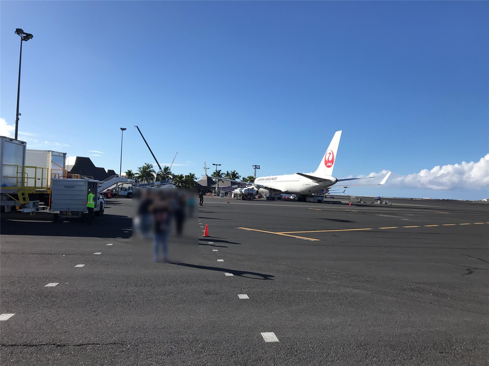 kona airport arrival JAL