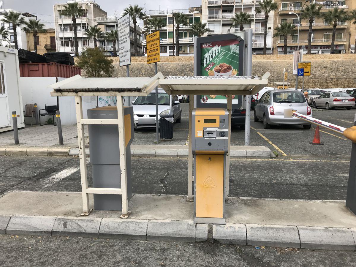 ニコシア-駐車場-出口