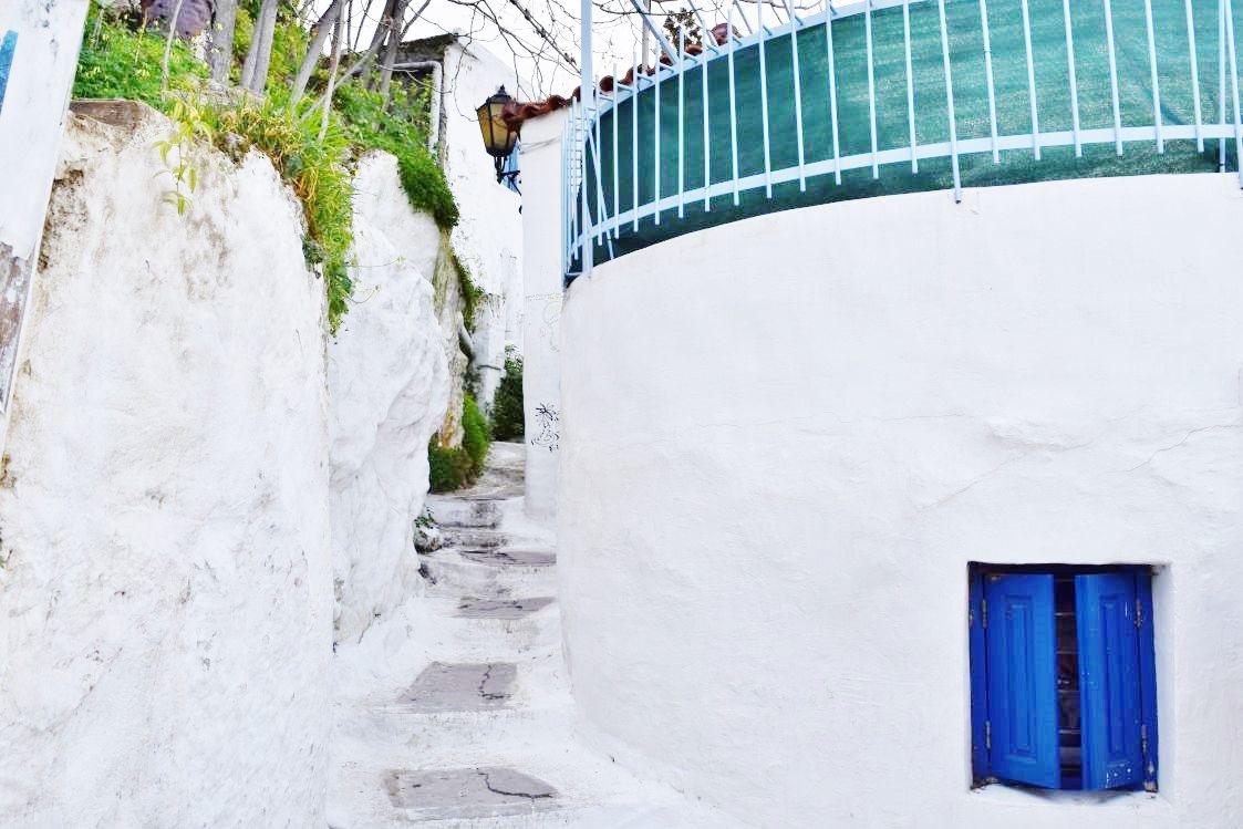 ギリシャブルーの建物
