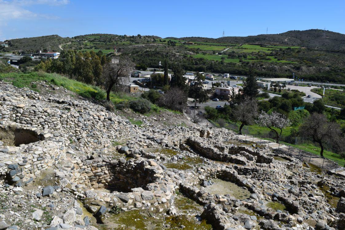 ヒロキティア-丘の住居跡