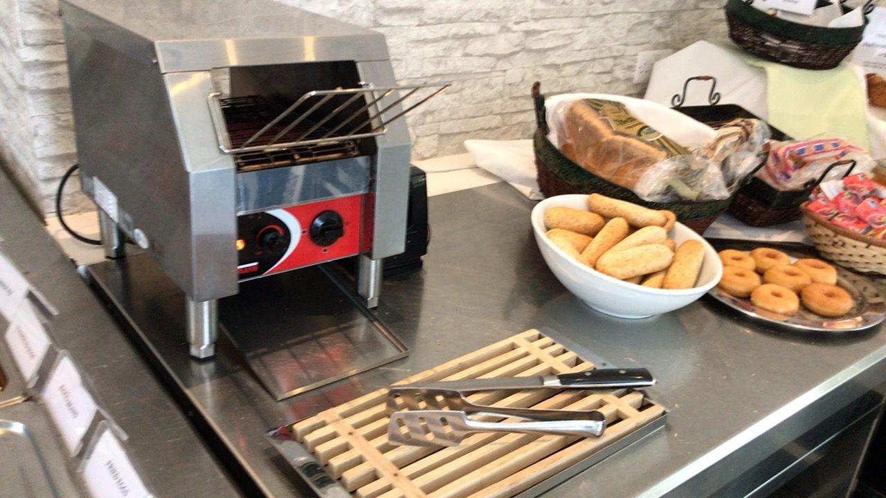 アキレオス シティ ホテル-朝食のパン