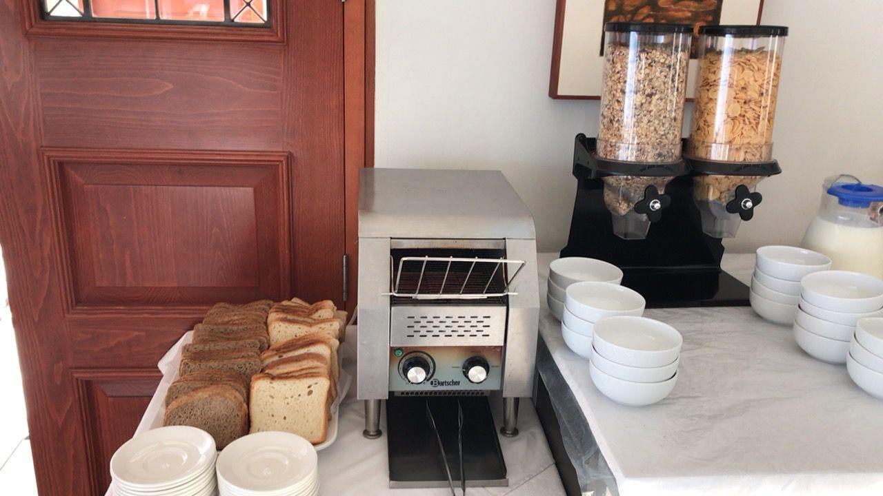 ピラモスホテル-朝食-パン