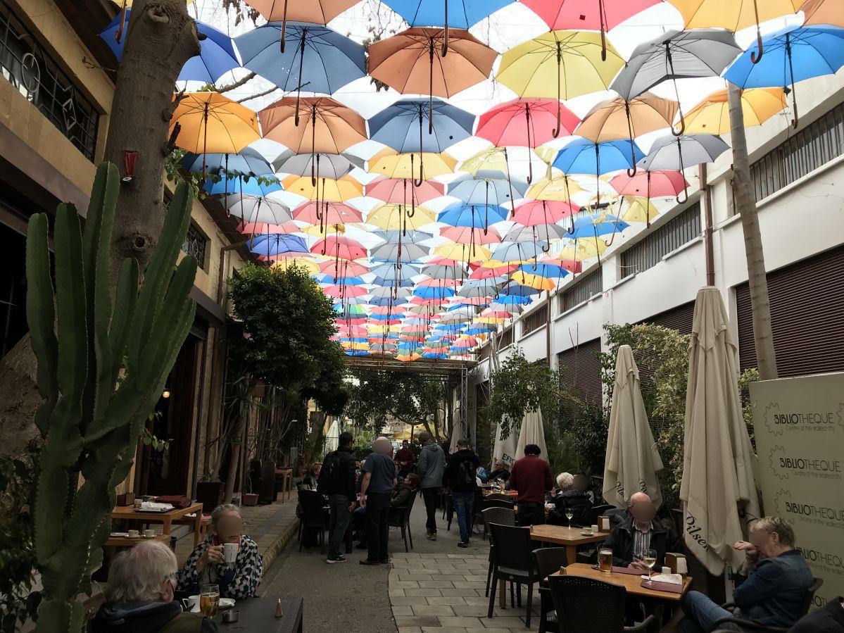 北キプロス-ニコシア-傘のある風景