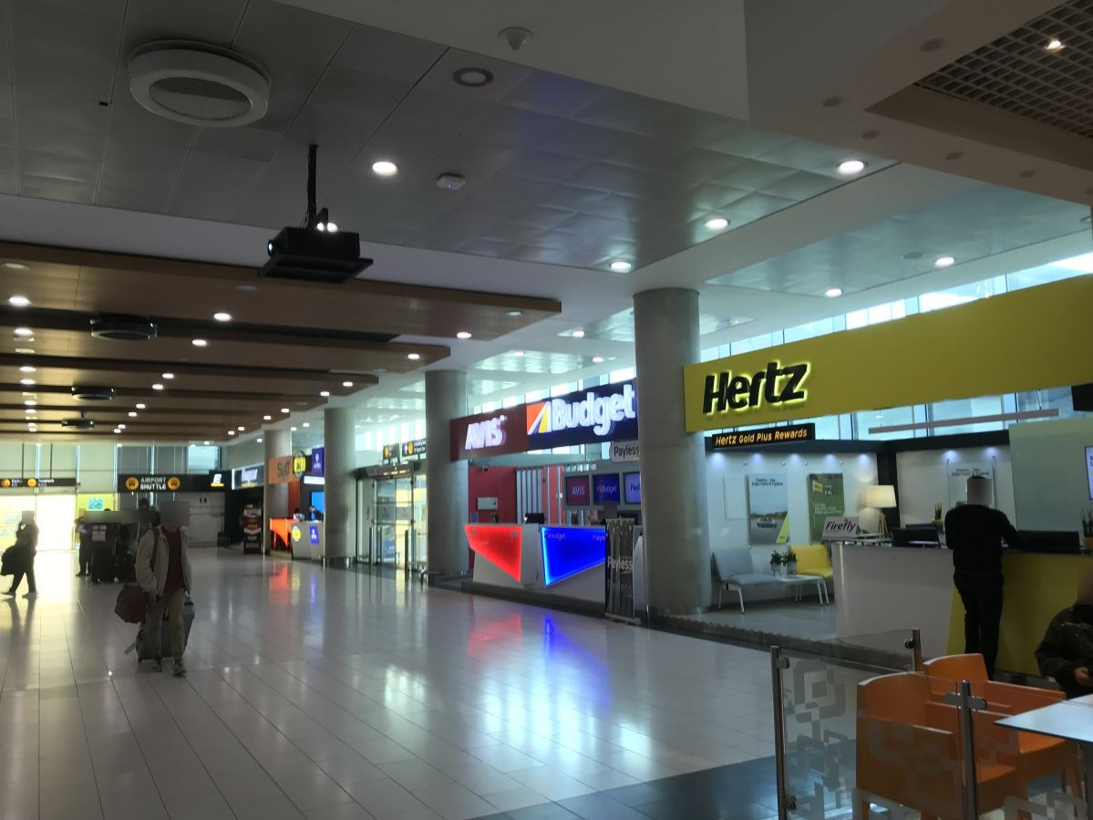 ラルナカ空港-レンタカーカウンター