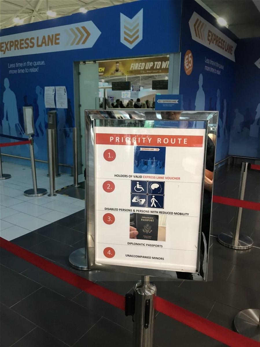 ラルナカ空港-優先レーン利用条件