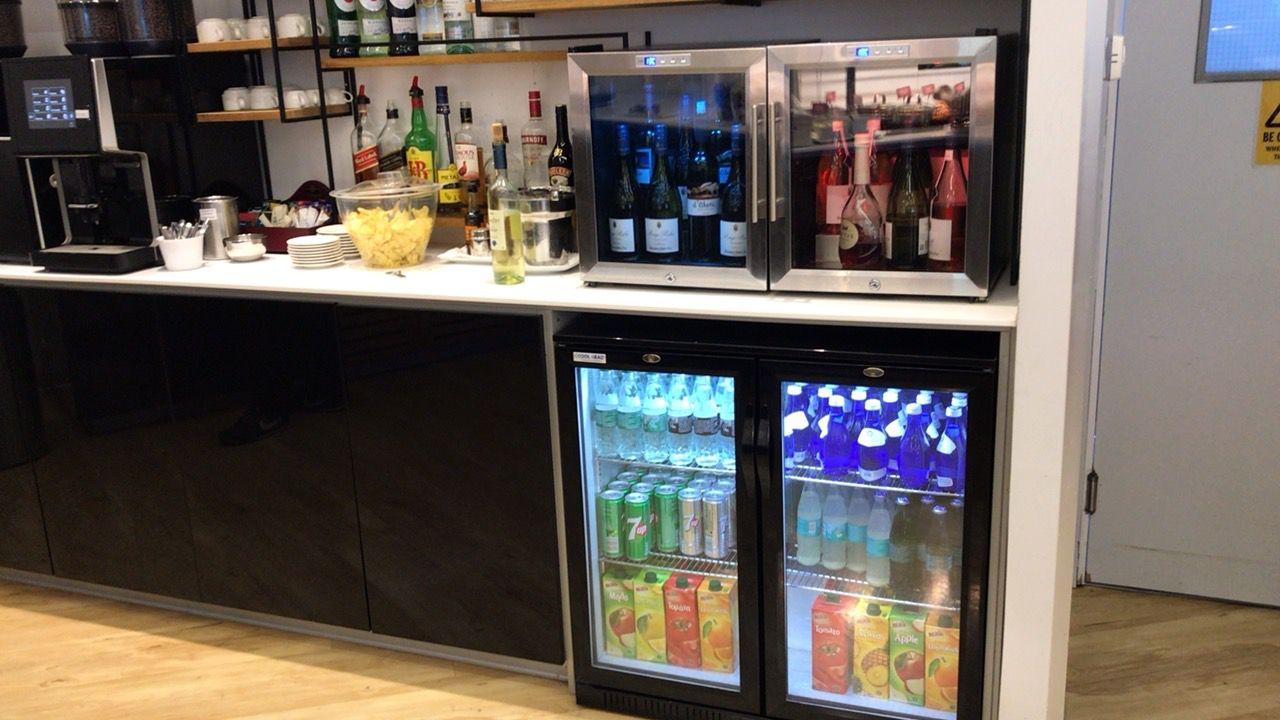 ラルナカ空港-ラウンジ-ソフトドリンク・ワイン