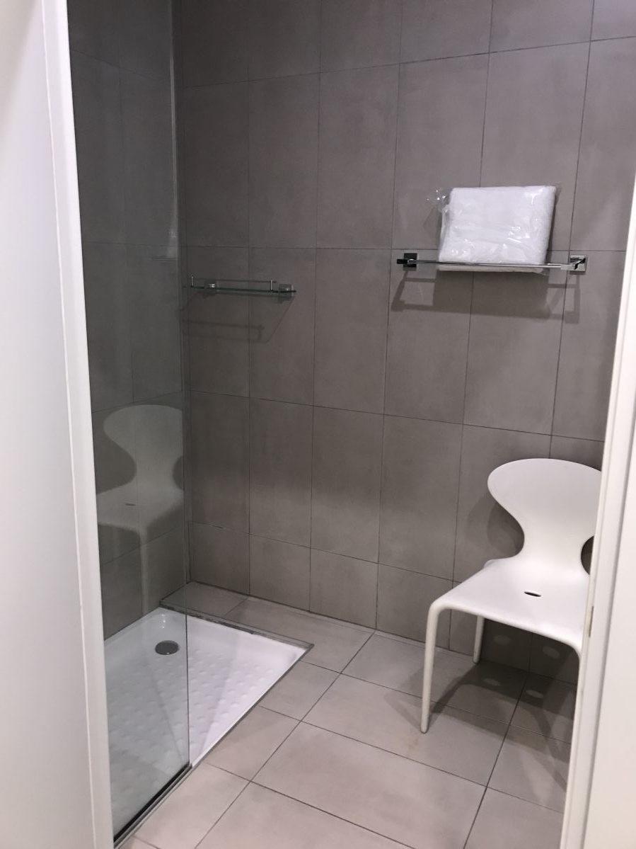 ラルナカ空港-ラウンジ-シャワールーム